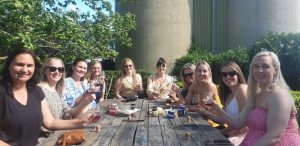 wine tasting group girls